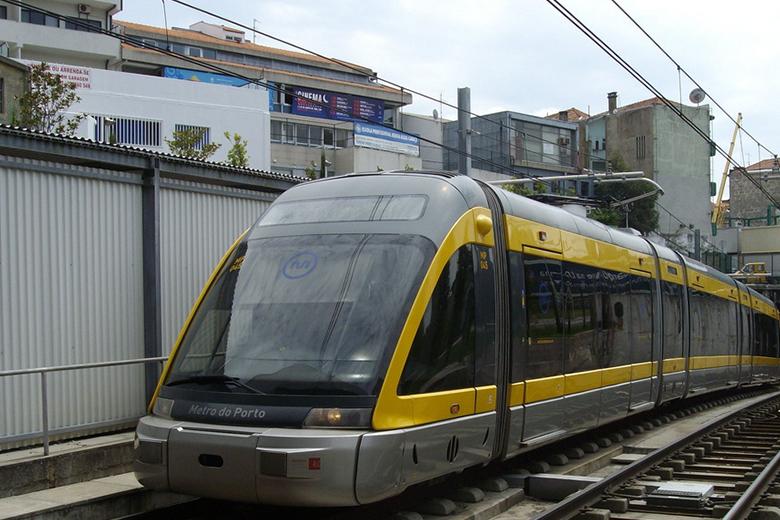 Um mulher morre atropelada pelo metro, em Vila Nova de Gaia