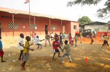 """""""Escola da Palankinha"""" foi o nome escolhido pelos alunos da Escola de Ensino Básico nº 5052, do Bairro de Capalanka, em Angola"""