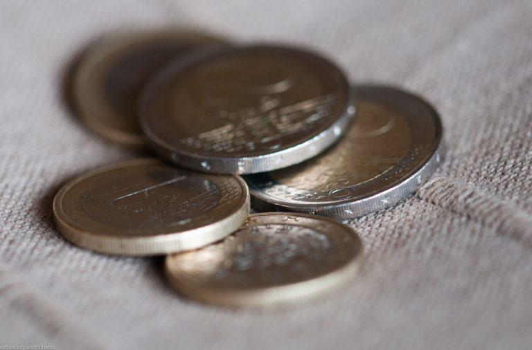 Portugueses poupam metade do que poupavam em 1999