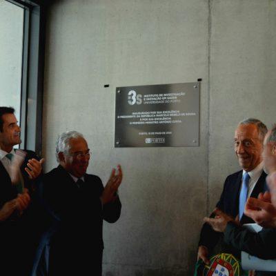 Marcelo Rebelo de Sousa foi aplaudido no descerrar da placa de inauguração do I3S