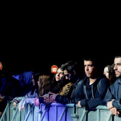 A plateia esteve sempre atenta aos quatro concertos que encheram o palco da Queima das fitas do Porto na noite de quinta-feira
