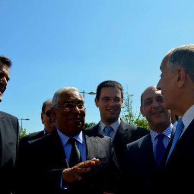À chegada, o Presidente da República conversou com várias pessoas