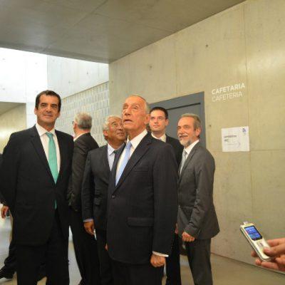 O Presidente da República esteve atento aos pormenores durante a visita ao Instituto de Investigação e Inovação em Saúde, no Porto