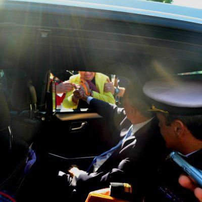O Presidente da República dirigia-se para o Palácio da Bolsa, mas a multidão não o largava