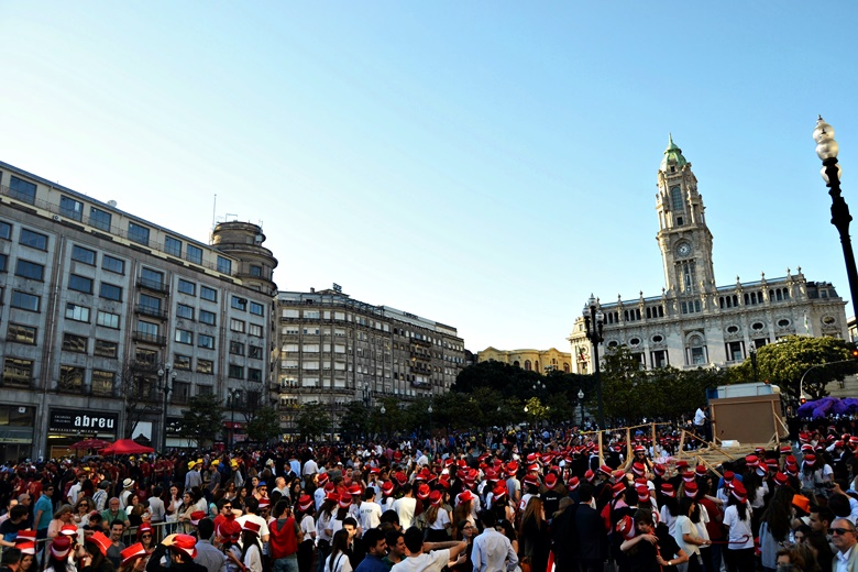 Praxe na Academia do Porto suspensa por tempo indeterminado.