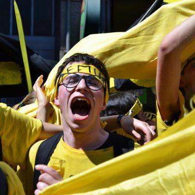 A euforia, o calor e os gritos pelas casas marcaram uma vez mais o cortejo académico da Queima das Fitas