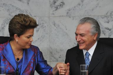 Dilma Rousseff e Michel Temer em 2010. O clima agora é de total desunião e Temer prepara-se para assumir a presidência.