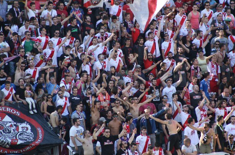 Adeptos do Rayo Vallecano esperam que a equipa consiga ainda a manutenção na Liga
