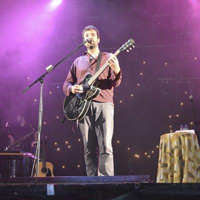O cantor conquistou o público com o seu estilo descontraído
