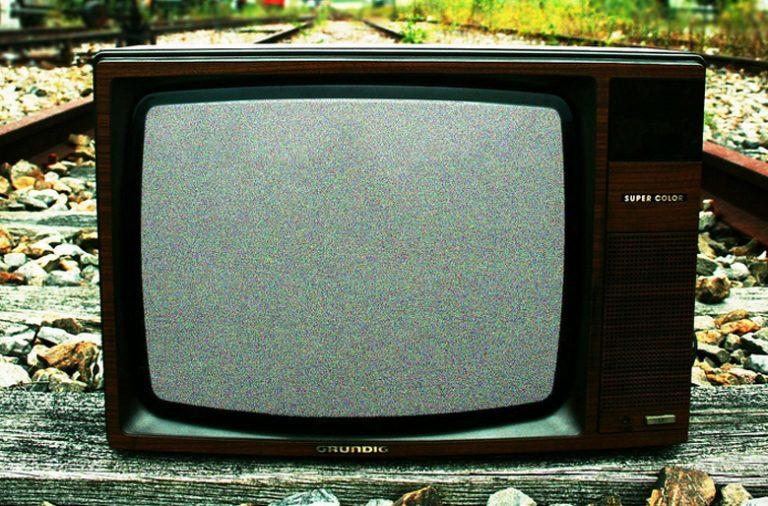 O estudo demonstra que 99% dos inquiridos vê televisão pelo menos uma vez por semana