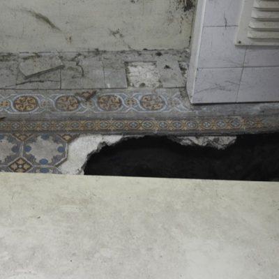 O piso aluiu em vários espaços da Escola