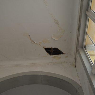 Partes do teto também já cairam