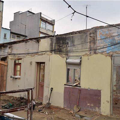 O projeto de Maria prevê também a junção de casas abandonadas para aumentar as que são habitadas