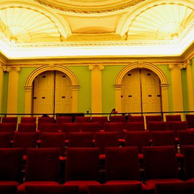 O Palácio do Bolhão foi mandado construir em 1844 e agora serve de escola para os alunos da ACE