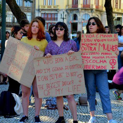 Os manifestantes ocuparam a praça em frente à Câmara Municipal do Porto