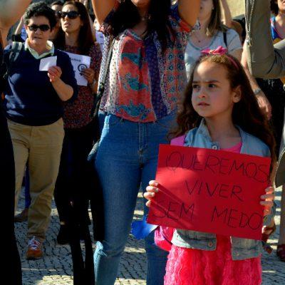 As crianças também tiveram lugar na manifestação contra a violência sexual