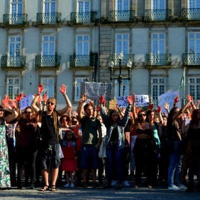 Os manifestantes desceram a Avenida dos Aliados