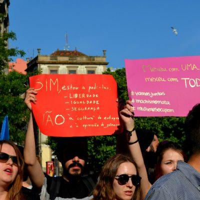 Várias mensagens foram exibidas durante a manifestação