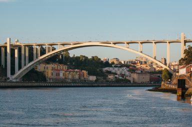 A ponte da Arrábida foiinaugurada a 22 de junho de 1963.