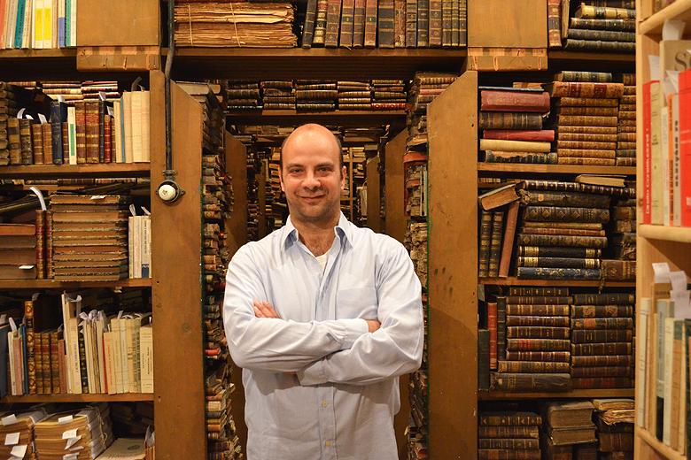 Miguel Carneiro tomou conta da livraria Moreira da Costa há 18 anos.