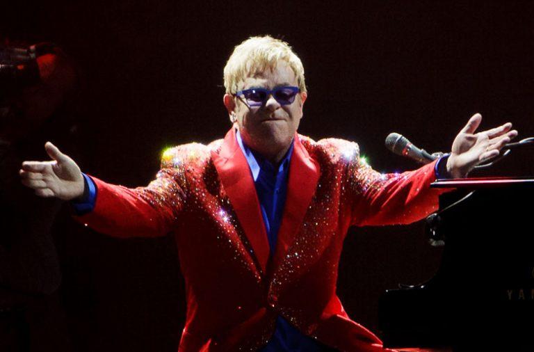 Elton John atua dia 14 de julho na Praia do Cabedelo.
