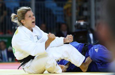 Telma Monteiro festeja a sua primeira medalha olímpica.