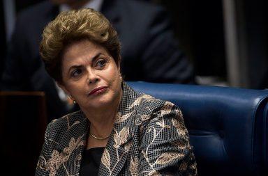 Dilma Rousseff responde esta segunda-feira aos senadores brasileiros.