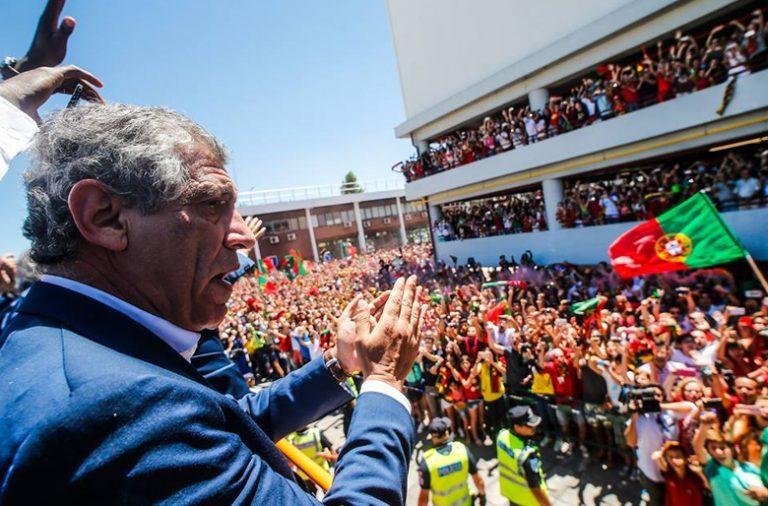 Milhares de portugueses festejaram o título à chegada da seleção a Lisboa.