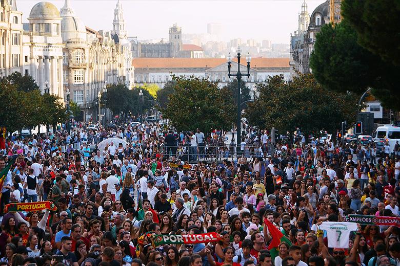 Cerca de 12 mil pessoas estiveram esta quarta-feira na Avenida dos Aliados.