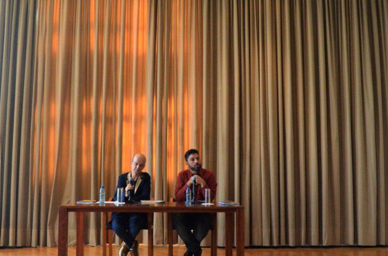João Ferreira, diretor artístico do Queer Porto, acompanhado de Tiago Guedes, diretor do Teatro Municipal do Porto.