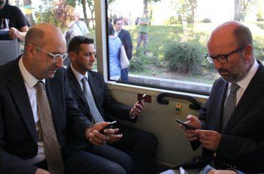 Matos Fernandes testou a tecnologia a bordo de um autocarro dos STCP.