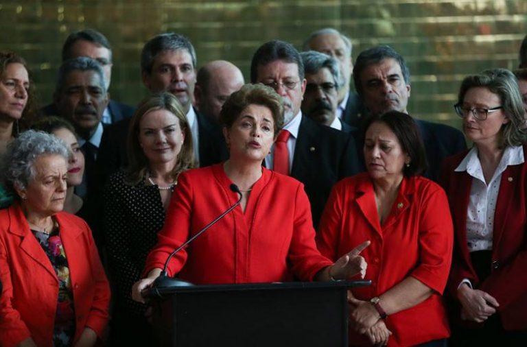 """Dilma Rousseff insiste na tese do """"golpe"""" no processo que levou à sua destituição."""