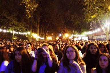 Milhares de pessoas passaram pelas ruas da baixa do Porto no sábado.