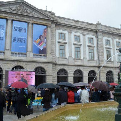 Centenas de estudantes passaram pela Praça dos Leões esta quinta-feira.