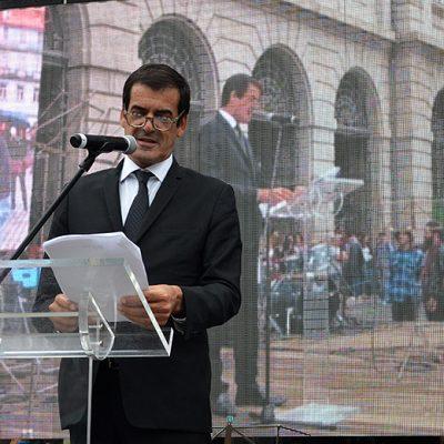 Rui Moreira abreviou o discurso quando a chuva começou a cair.