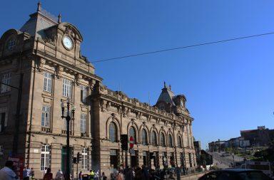 A Estação de São Bento é monumento nacional e faz parte do Centro histórico do Porto.