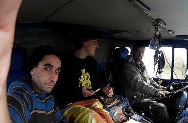 João Meirinhos, à esquerda, com Davide Bortot e Francesca Truzzi, companheiros de projeto e de estrada.