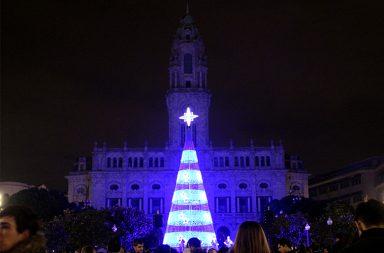 A árvore de Natal do Porto tem 26 metros de altura.