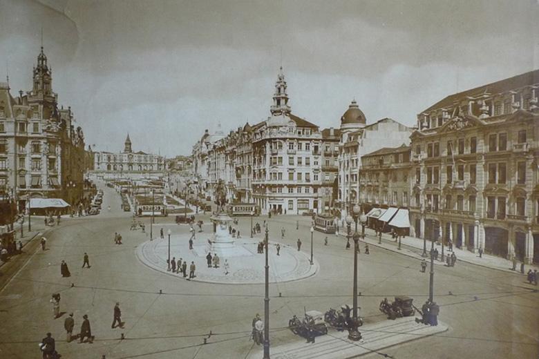 A exposição virtual reúne vários documentos que ilustram a construção da Avenida dos Aliados.
