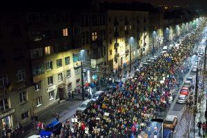 Os protestos exigem a demissão do Governo, instalado há pouco mais de um mês.