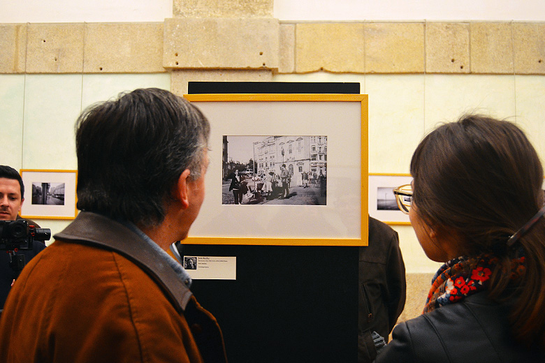 """""""Olhares de Rua"""" é uma exposição de fotografias tiradas por sem-abrigo do Porto."""