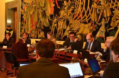 Reunião da Câmara aprova os acordos com comerciantes do Bolhão.