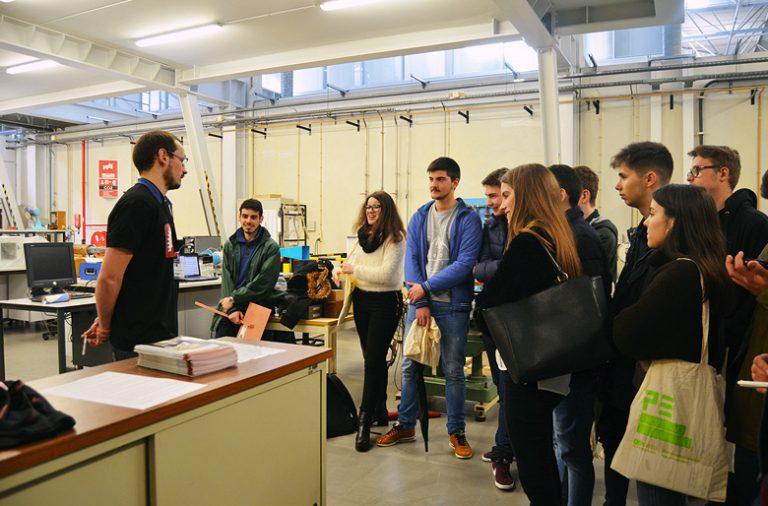"""Mais de 1800 alunos inscreveram-se na """"Semana Profissão: Engenheiro"""", realizada na FEUP."""
