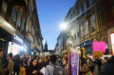 A arruada foi organizada pelo Festival Feminista do Porto e começou na Trindade.