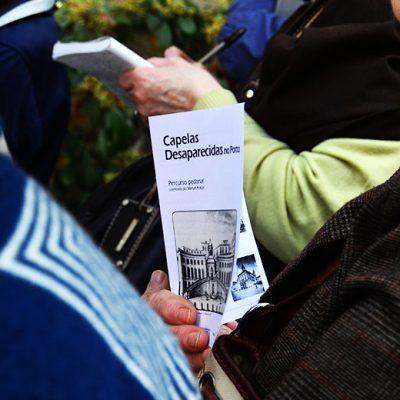 Cada um dos participantes recebeu um guia para o percurso. Foto: Beatriz Carneiro