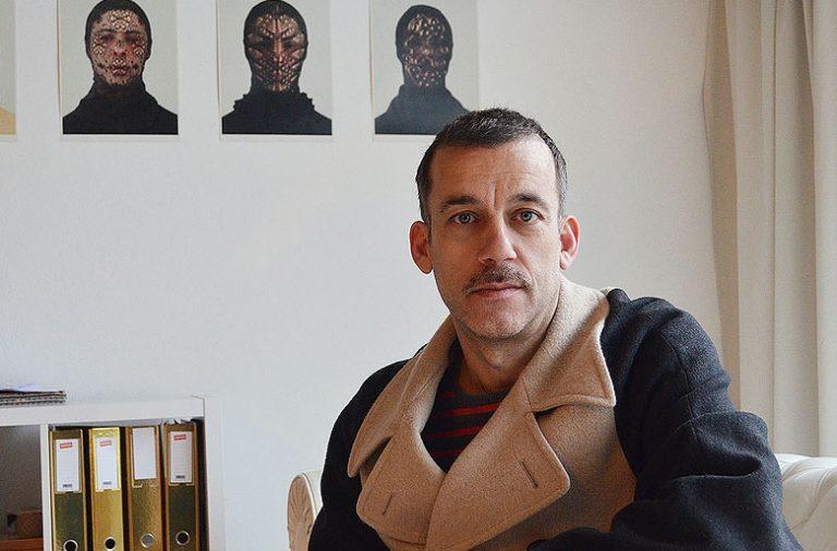 Jorge Andrade vive entre Porto e Lisboa, as duas cidades onde se pode encontrar a Mala Voadora.
