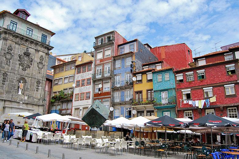 Há 17 edifícios que estão a ser reabilitados pela Câmara do Porto para habitação.