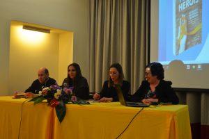 Carina Carvalho fala do seu testemunho enquanto sobrevivente de Linfoma não-Hodgkin. Foto: Beatriz Carneiro
