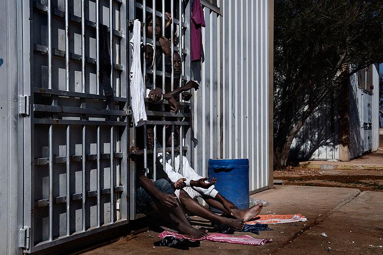 Estima-se que existam 34 centros de detenção na Líbia. Apenas 24 são governamentais.