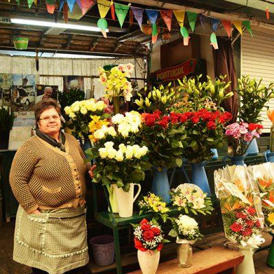 Rosa Silva, 59 anos. Comerciante de flores no mercado do bolhão há cerca de 40 anos. Foto: Beatriz Carneiro